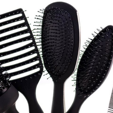 Låt oss bada våra penslar och kammar! Hur gör man det och vilken kosmetika ska man använda?