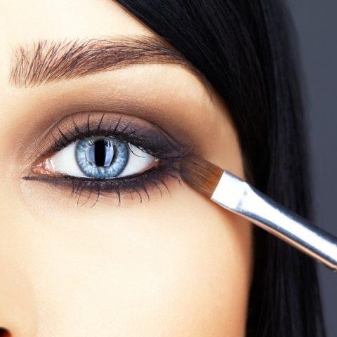 Hängande ögonlocksmakeup – Hur sminkar man korrekt?