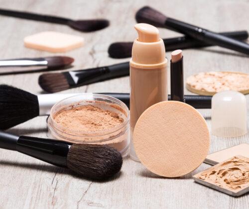 Din foundation ändrar färg och rinner nerför ansiktet? Hitta anledningen och hantera problemen